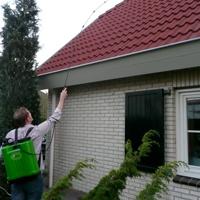 Zelf-dak-reinigen-met-biomos